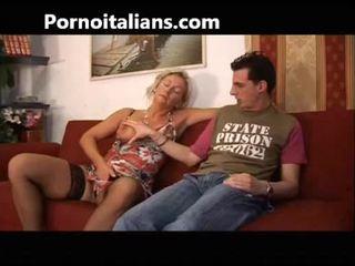 Tiếng ý đĩ fucks mẹ với con trai - mamma italiana troia scopa con figlio italia