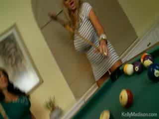 Vollbusig babes gefickt im die billiard zimmer