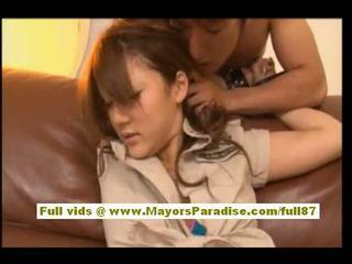 Risa tsukino asiatisk i servitrise uniform suging stor kuk