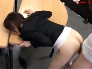 Birojs dāma getting viņai vāvere fucked whil .