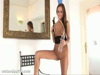 Abby using labia pumppu