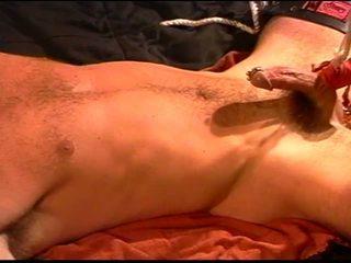 Siksaan alat kelamin pria asia muscle pounds sub dengan sebuah penis buatan