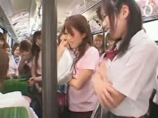Koolitüdruk buss fuckfest tsensuuritud