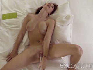 Groot mees lacteren roodharige orgasmic porno debut