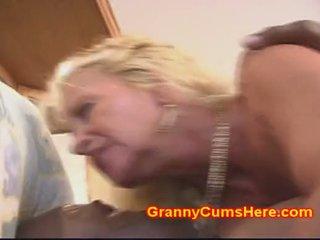 おばあちゃん gets 尻 ファック のような a ふしだらな女