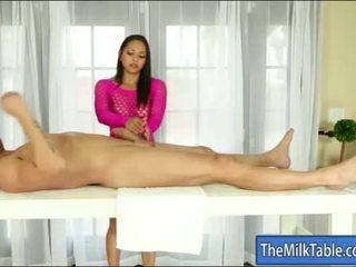 Грудаста masseuse adrianna luna оральний під the стіл