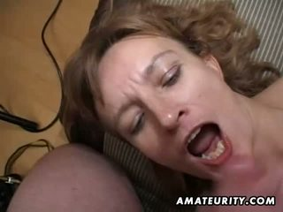Amateur milf gets haar bips en poesje toyed en sperma