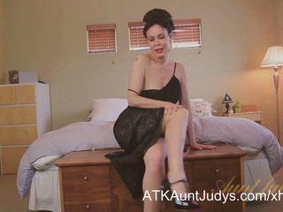 Sexy cougar nancy vee masturbates.