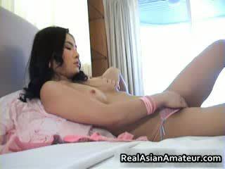 Nengsemake oriental amatir fucks herself