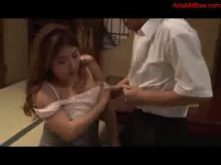 Tuk busty máma jsem rád šoustat giving výstřik getting ji kozičky fucked kočička licked podle manžel na the patro v the pokoj