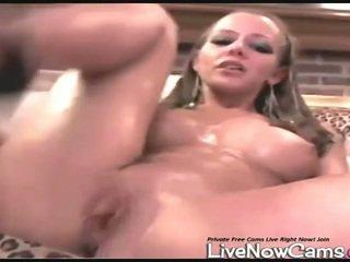 Naken squirts i bowl på lever klotter