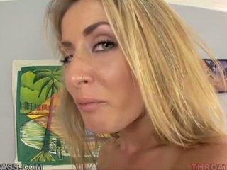 Изпразване eating блондинки abby кръст прецака в throat