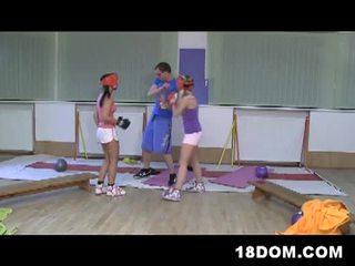 Female dominantie shenanigans bij haar fijnste met heet slutty boxers