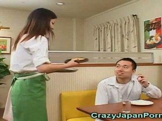 疯狂的 色情 同 日本语 waitresses!