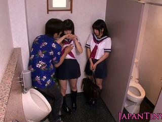 Sīka auguma japānieši schoolgirls mīlestība threeway