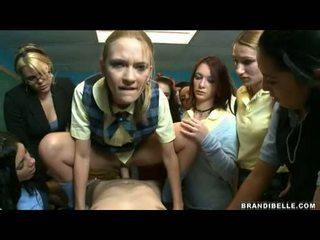 Brandi belle en meisjes entice unbending wang neuken en zuigen hem af