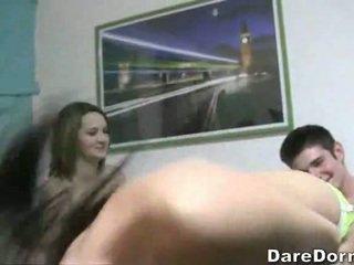 In un stanza con five arrapato università pulcini