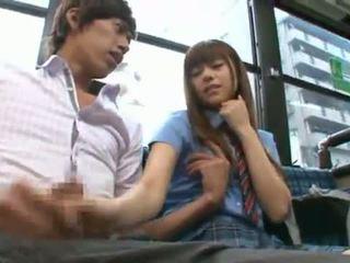 Rina rukawa sleaze เกาหลี fuzz gives a kiss onto a รถบัส