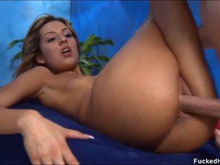 Γυμνός για αυτήν σεξουαλικός μασάζ