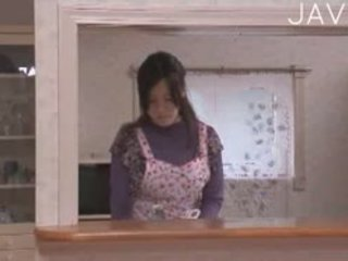 יפני, ציצים גדולים, מציצה
