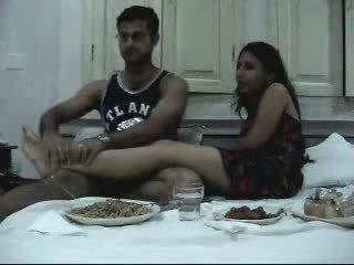 Indien newly marié couple enjoying leur honeymoon partie 2