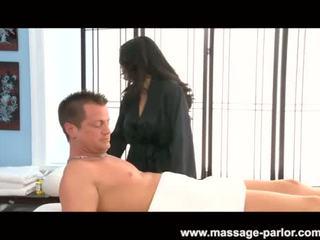 Jessica bangcock massages një i vështirë kar