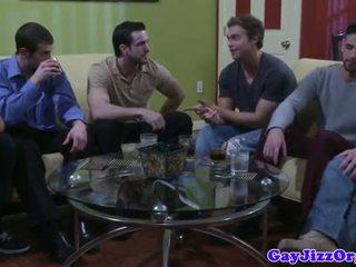 Muscular gay studs foutre pendant cochon key fête