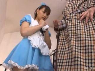 Japans sweety shows undies onder het rokje