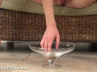 Spread mine conas pie e assistir sobre sobre me pee