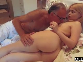 18 yo jente kyssing og fucks henne trinn pappa i hans soverom