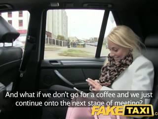 Faketaxi blondýnka zákazník seduced podle taxi driver