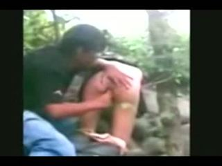 Indonesia- jilbab hijab 女孩 性交 由 bf 在 一 叢林