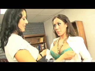 Bureau lezbo capri cavalli getting si méchant avec son lusty sexy co travailleur