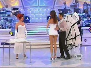 Alessia fabiani গরম উপরের স্কার্ট উপর বাস করা টিভি - সাদা pan