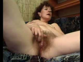 Loose mamička teases ju swollen klitoris