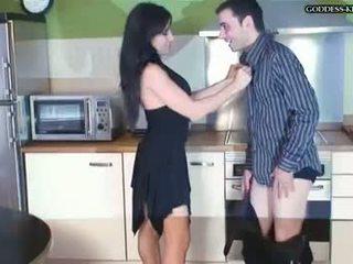 ekstrēms, fetišs, ballbusting
