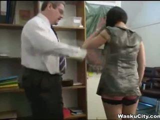 Inglesa gaja (thieving gaja gets spanked por chefe)