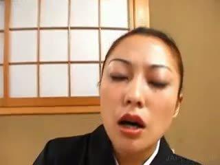 黑妞, 日本, 制服