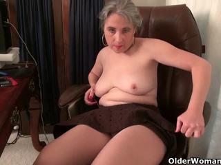 Senas sekretorė kelli strips nuo ir fingers jos plaukuotas.