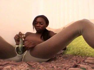 Tempting adolescente negra novia en blanca nylons aisha anderson rubbing coño con un vidrio consolador