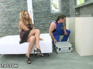 Sexy blondine mariah enjoys de oraal baan en pounding