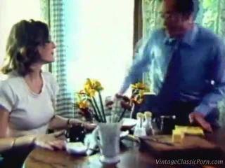 Ibu rumah tangga being impaled