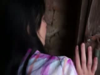 Innocent modella gets difficile partner multipli in vecchio cellar