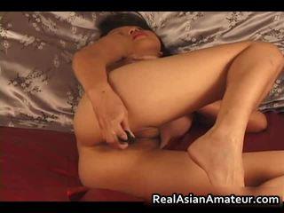 Charming warga asia amatur telanjang dildoing