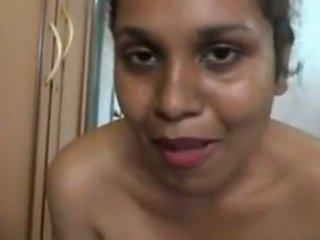Aunty fürdés -ban front a a camera és massing neki nagy segg