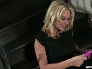 Krūtinga karštas pupytė alanah rae gets taip pat seksualu į tvarkyti apie the stairs už an veikla
