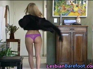 Sensuous lesbietes jāšanās apkārt dildo