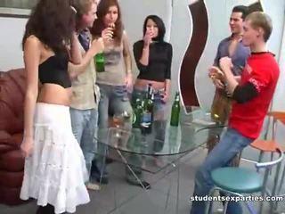 Sajaukt no movs no studente jāšanās parties