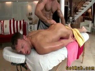 Hunk gets astounding homo masaje