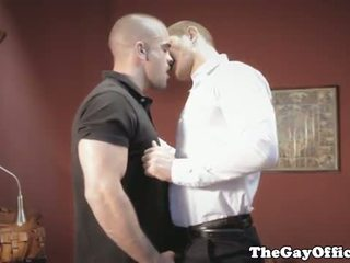 Gayhunks 邀请 偷窥 以上 为 三人行
